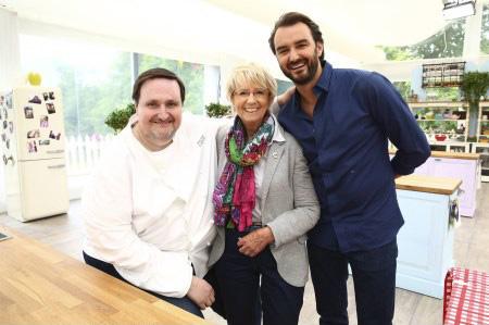 Le gagnant le meilleur pâtissier M6 2014 : un livre de recettes / Crédit : Marie ETCHEGOYEN/M6