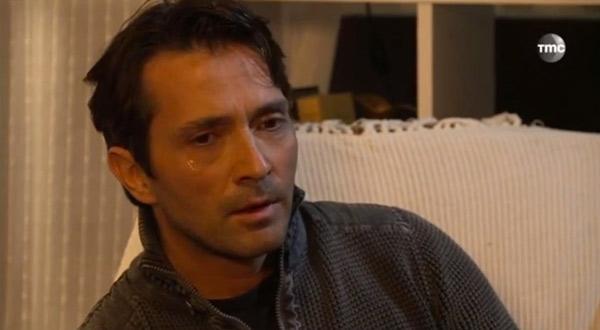 Christian en pleurs devant Fanny dans les mystères de l'amour