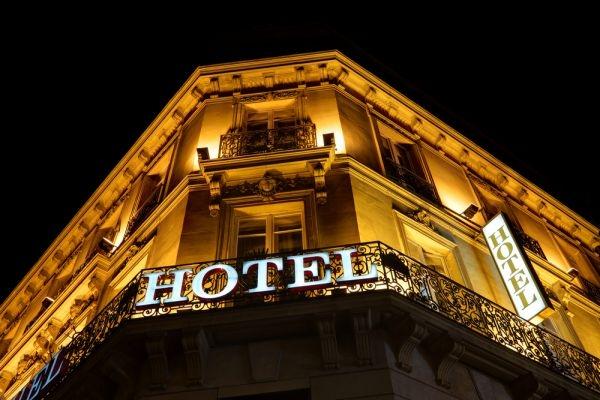 Combien de semaines de diffusion de bienvenue à l'hôtel sur TF1 ?  / ©Brian A Jackson/shutterstock.com