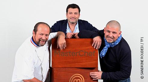 Avis et commentaires su Christian Etchebest dans Masterchef 2015 (en photo avec le foulard bleu)