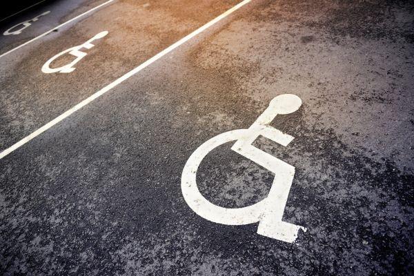 Avis et commentaires sur la série M6 Mon partenaire particulier : les handicapés cherchent l'amour // ©connel/shutterstock.com