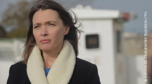 """Anne Marvin dans Tu es mon fils de TF1 """"Cette histoire a la capacité de toucher tous les foyers, on s'est tous déjà posé cette question vis-à-vis d'un proche. C'est pour cela qu'il est bon de voir ce film."""""""