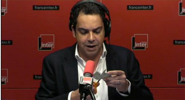 Patrick Cohen et Pascale Clark et la carte de presse sur France Inter / Capture écran