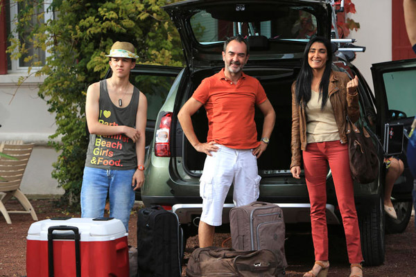 Paul et Samira dans l'hôtel de la plage saison 2 / Photo : FTV-Gilles Scarella