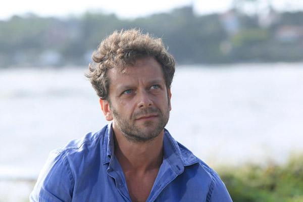 Martin dans l'hôtel de la plage saison 2 / Photo : FTV-Gilles Scarella