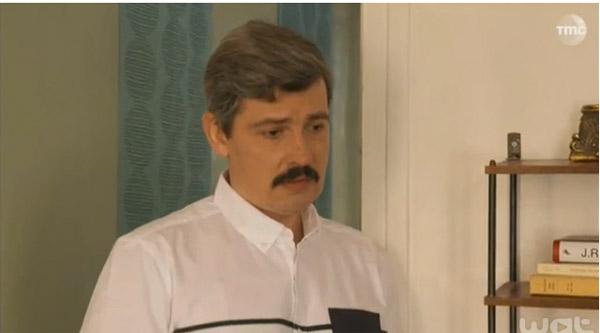 José a un fils Julien et il est gay : le choc pour José.