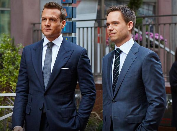 Mike et Harvey dans Suits saison 5 avec le costard parfait