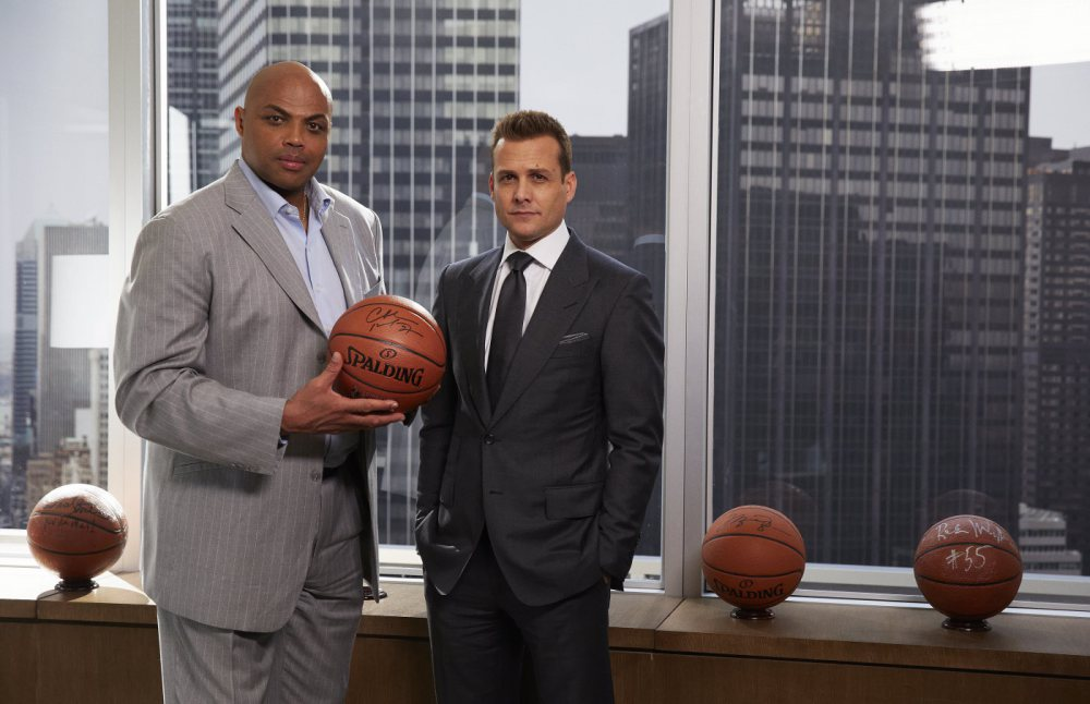 Suit saison 5 épisode 3 Charles Barkley et Gabriel Macht  // Photo : Shane Mahood/USA Network)