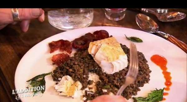 Le plat de poisson avec chorizo et lentilles.