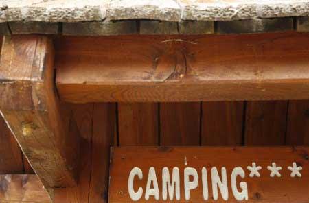 les audiences tv des rois du camping de M6 / Crédit : Marie ETCHEGOYEN/M6