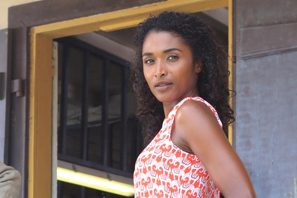 Départ de Sara Martins dans Meurtres au Paradis pourquoi ? /  photo Denis Guyenon - Red Planet Pictures