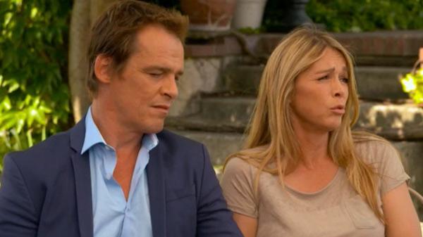 Hélène et Peter en couple... mais Peter a un problème au cerveau? il ne réagit plus comme avant