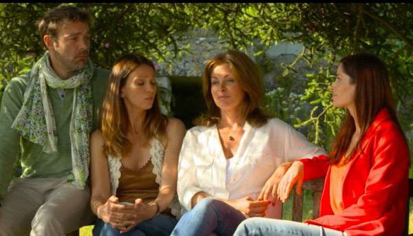 Marie, Cathy, Olga et Nico : toute la bande des mystères de l'amour en conseil de guerre pour aider Olga