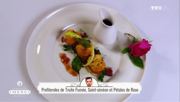 Recette Lionel Seret (entrée) Profiteroles de truite fumée, Saint Siméon et pétales de rose