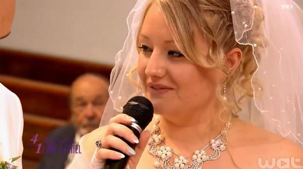 La robe de mariée de Laurie à la cérémonie