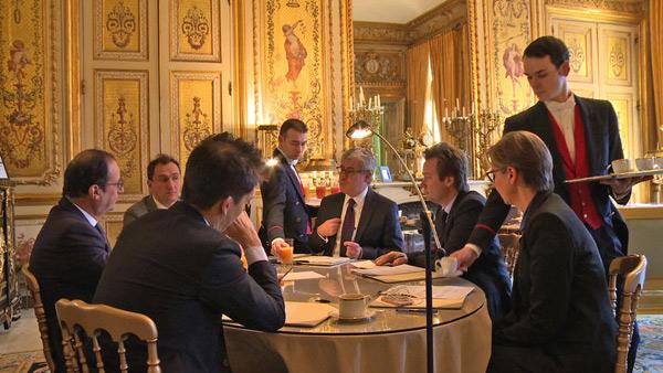 A l'Elysée sur François Hollande en réunion / Photo La générale de Production