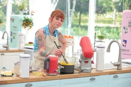 Avis et commentaires sur Caroline du meilleur pâtissier de M6 / Photo Lou Breton