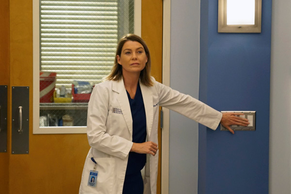 Meredith célibataire, nouvelle vie et nouvelle coupe de cheveux dans Grey's Anatomy saison 12