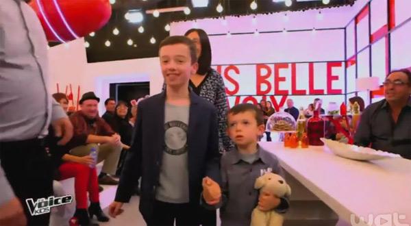 Lisandru et son petit frère dans les coulisses de The Voice Kids 2
