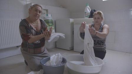 Milka et Vanessa dans Les Gitans de Zone Interdite sur M6 / Capture écran