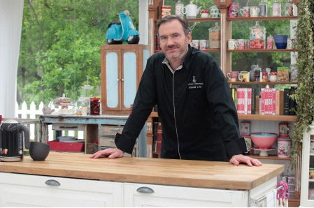 Le chef Pascal Lac sur M6 avec ses recettes chocolat dans le meilleur pâtissier