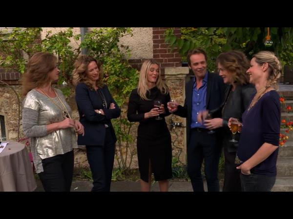 La bande réunie pour le retour de Johanna en femme d'affaire