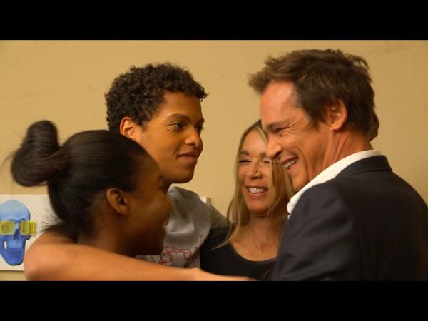 La famille Hélene et Peter heureuse avec Gwen et Erwan