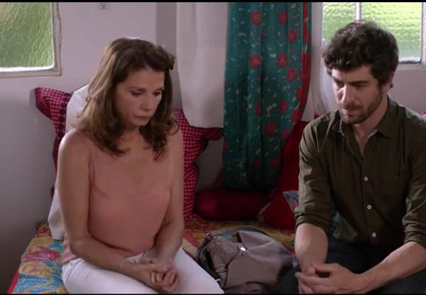 Explications douloureuses entre Adrian et Caro mère et fils