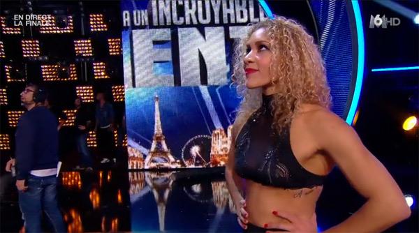Cécile très inquiète quand roman est bloqué dans Incroyable talent 2015