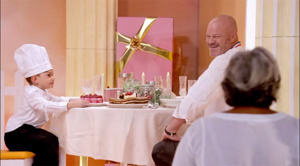 Philippe Etchebest à table pour le clip de noël