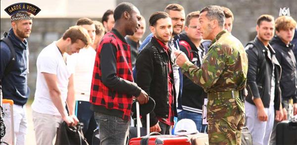 L'arrivée des candidats pour Garde à vous sur M6 : prêts au retour du service militaire ?