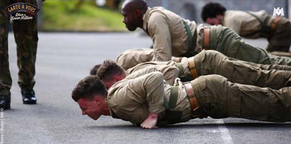 La rigueur et la discipline dans Garde à vous de M6 , retour au service militaire