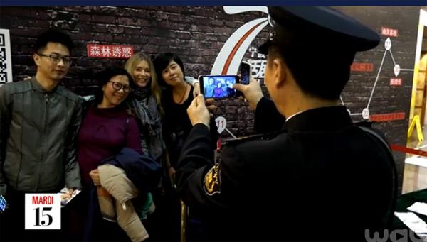 Des photos pour Helene Rolles en Chine : les chinois l'adorent.