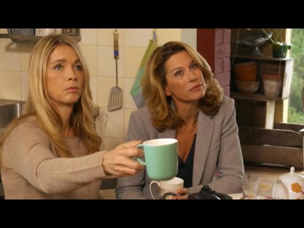 Hélène et Audrey invitent Nicolas au petit déjeuner