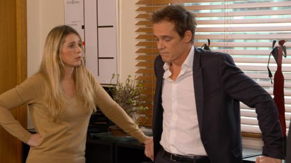 Hélène et Peter les dernières consignes avant la garde à vue