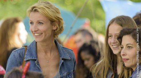 Alexandre Lamy est Marie Laure dans Après le bonheur sur TF1