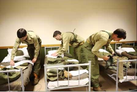 Le service militaire peut-il revenir en 2016 ? Garde à vous le fait pour nous! / Crédit : PIERRE OLIVIER/M6