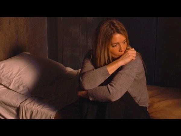 Hélène déprime en prison alors que Peter est à l'hôpital