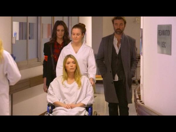 Hélène  à l'hôpital avec Stéphanie et Nicolas