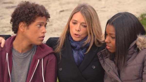 Hélène retrouve Gwen et Erwan à la maison