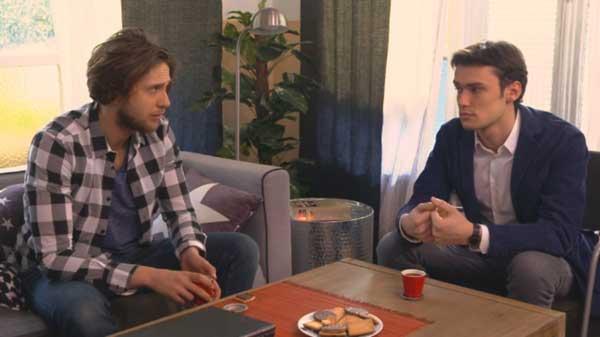 Julien déprime à cause de JM, Sylvain tente de lui remonter le moral