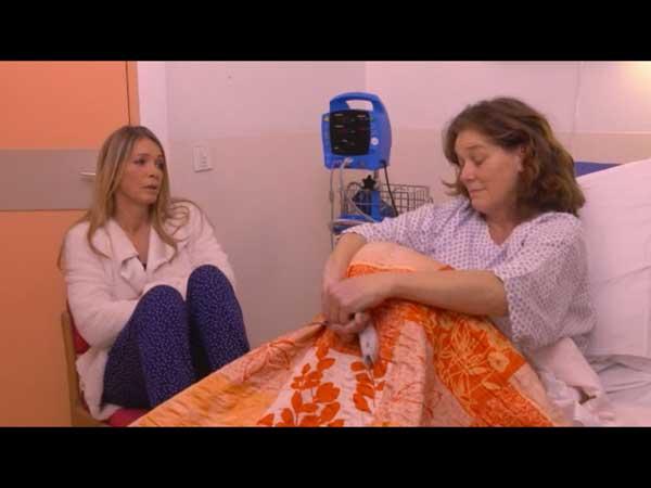 Confidences entre Johanna et Hélène à l'hôpital