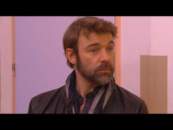 Nicolas va-t-il réussir à faire entendre raison à Hélène ?