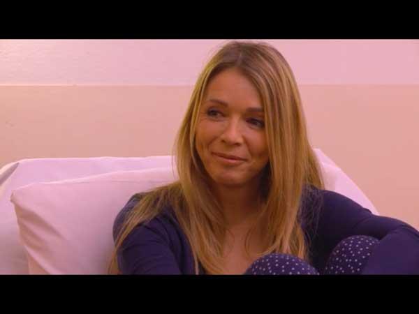 Le sourire d'Hélène quand Nicolas lui dit qu'il sera toujours là pour elle si Peter meurt