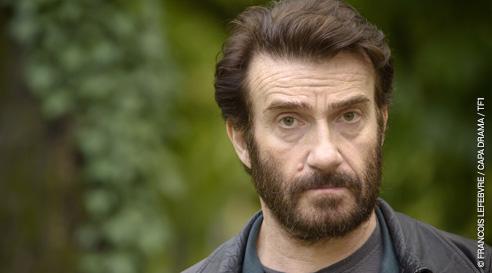 Thierry Frémont joue Franck est le mari de Marie-Laure, il travaille comme chauffeur routier.