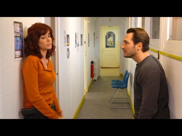 Marie est prête à coucher avec Anthony car elle est manque mais Anthony lui remet les idées en place !