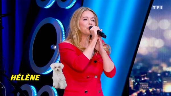 Hélène chante un de ses succès !