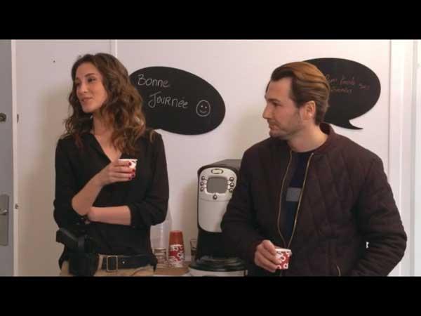 Anthony et Stéphanie en pause café au commissariat