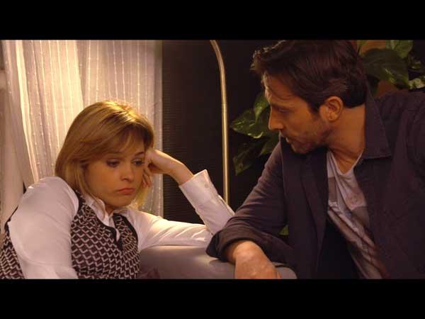 Chloé dit à Christian qu'elle est mal car elle a râté un casting