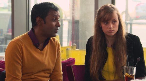 Mélanie et Rudy se retrouvent au café avec Chloé